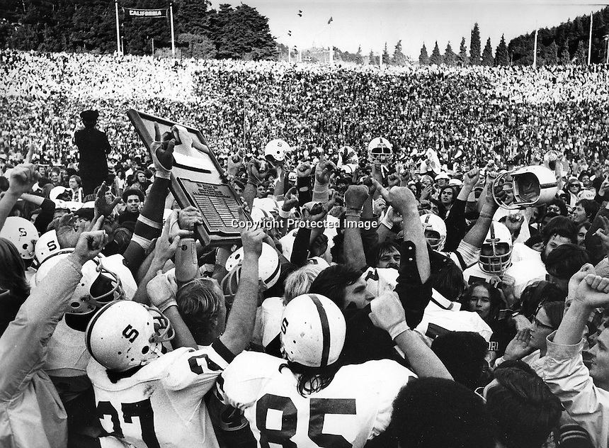 1974 Big Game: Stanford players & fans holding the Ax, after beating the University of California Bears in the 1974 Big Game in Berkeley.(photo/Ron Riesterer)