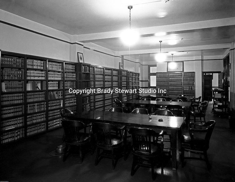 Pittsburgh PA: View of the Duquesne University Law Library - 1932