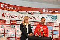 SCHAATSEN: LIJNDEN: 15-07-2014, Presentatie Koen Verweij Schaatsteam Corendon, Koen Verweij, Jan van Veen (trainer/coach), ©foto Martin de Jong