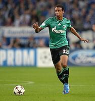 FUSSBALL   CHAMPIONS LEAGUE   SAISON 2013/2014   GRUPPENPHASE FC Schalke 04 - FC Chelsea        22.10.2013 Joel Matip (FC Schalke 04) am Ball