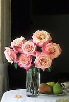 Bouquet of roses 'Color Magic'