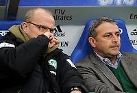 FUSSBALL   1. BUNDESLIGA   SAISON 2011/2012   22. SPIELTAG Hamburger SV - Werder Bremen       18.02.2012 Manager Klaus Allofs (re) und Trainer Thomas Schaaf (li, beide SV Werder Bremen)
