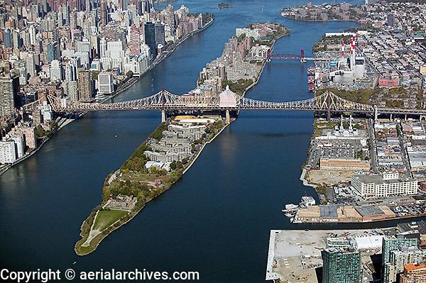 aerial photograph Roosevelt Island, Queensborough bridge, Manhattan, New York City