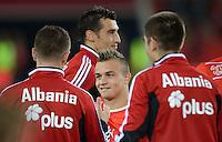 Fussball International  WM Qualifikation 2014   11.09.2012 Schweiz - Albanien Shake Hands;  Xherdan SHAQIRI (Mitte, Schweiz) vor dem Spiel mit