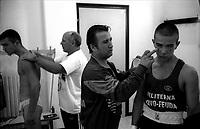Roma .I maestri Carlo Maggi e Angelo Feuda preparano i pugili prima di  salire sul ring per un incontro