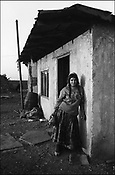 THE STANESCU HOUSEHOLD. SINTESTI, ROMANIA. NOVEMBER 1996..©JEREMY SUTTON-HIBBERT 2000..TEL./FAX.+44-141-649-2912..TEL. +44-7831-138817.