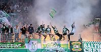 FUSSBALL   DFB POKAL   SAISON 2011/2012  1. Hauptrunde FC Heidenheim - Werder Bremen              30.07.2011 SV Werder Bremen Fankurve mit einem Bengalischen Feuer