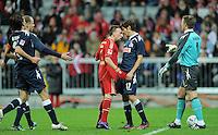 FUSSBALL   1. BUNDESLIGA  SAISON 2011/2012   17. Spieltag   16.12.2011 FC Bayern Muenchen - 1. FC Koeln        Kopf an Kopf; Franck Ribery (Mitte li, FC Bayern Muenchen) gegen Henrique Sereno (1. FC Koeln)