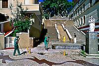 Limpeza da escadaria do Bexiga, São Paulo. 1999. Foto de Juca Martins.