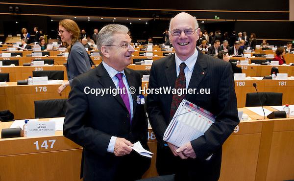 Bruessel - Belgien, 20. Januar 2014; <br /> MdB Prof. Dr. Norbert LAMMERT (re), Praesident des Deutschen Bundestages, nimmt im Rahmen einer Bundestagsdelegation teil an der Interparlamentarischen Konferenz zur wirtschaftlichen Steuerung der EU (siehe Artikel 13 des EU-Fiskalvertrags); hier, vor Sitzungsbeginn im kleinen Plenarsaal des Europaeischen Parlaments, mit MdB Joachim POSS (li); <br /> Photo: &copy; Horst Wagner / DBT; <br /> Tel.: +49 179 5903216; <br /> horst.wagner@skynet.be