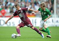 FUSSBALL   1. BUNDESLIGA   SAISON 2011/2012    1. SPIELTAG SV Werder Bremen - 1. FC Kaiserslautern             06.08.2011 Ivo ILICEVIC (li, Kaiserslautern) enteilt Marko MARIN (re, Bremen)