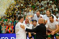 Enid Tahirovic (FAG) bekommt den Pokal übergeben