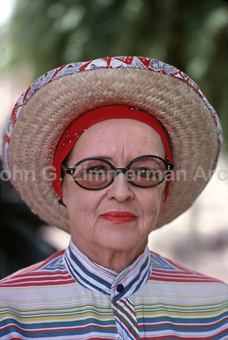 Bette Davis, Los Angeles, 1977. P94082-01HRV8