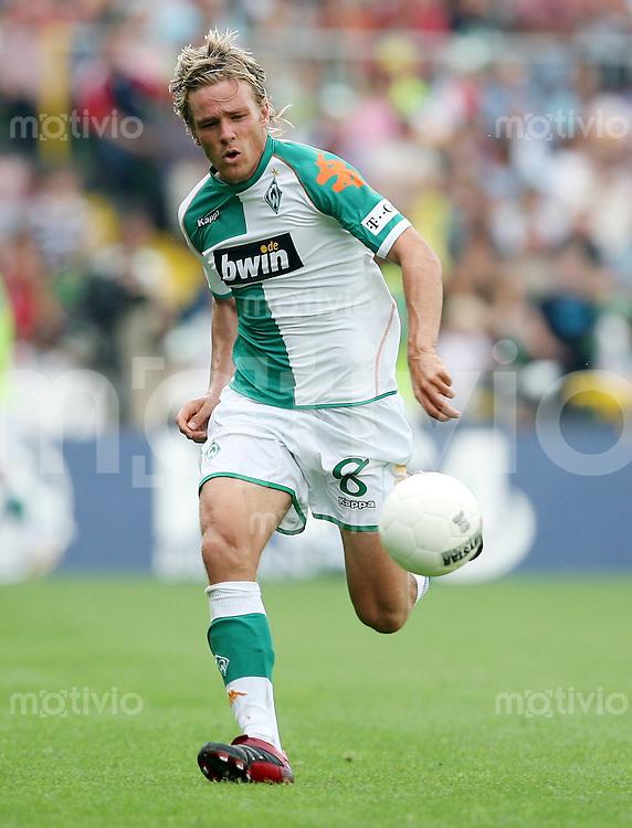 Fussball  1. Bundesliga  Saison 2006/2007 Clemens FRITZ (SV Werder Bremen), Einzelaktion am Ball