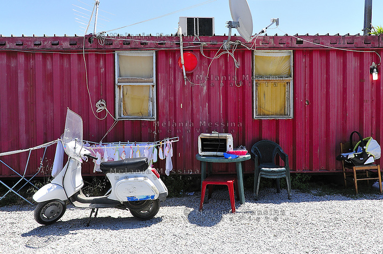 Living in a container melania messina photojournalist - Casa container italia ...