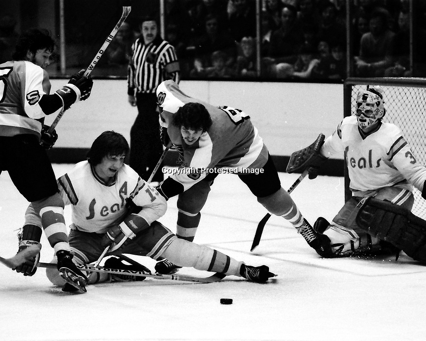 California Golden Seals vs Philadelphia Flyers 1975.<br />