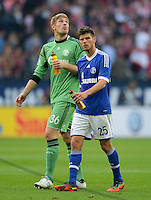 FUSSBALL   1. BUNDESLIGA  SAISON 2012/2013   4. Spieltag FC Schalke 04 - FC Bayern Muenchen      22.09.2012 Torwart Lars Unnerstall und Klaas Jan Huntelaar (v. li., FC Schalke 04)