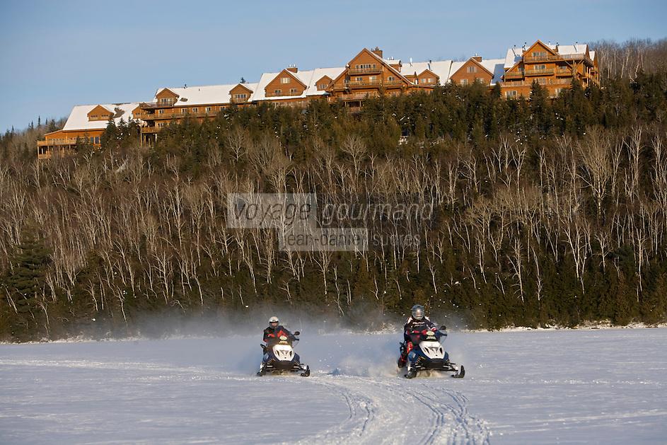 Amérique/Amérique du Nord/Canada/Québec/Mauricie/Saint-Alexis-des-Monts:  Hôtel Sacacomie au bord du lac  Sacacomie et mtoneige