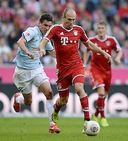 Fussball  1. Bundesliga  Saison 2013/2014  9. Spieltag FC Bayern Muenchen - 1. FSV Mainz     19.10.2013 Arjen Robben (re, FC Bayern Muenchen) am Ball gegen Christoph Moritz (1. FSV Mainz 05)