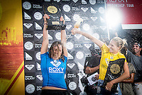 Snapper Rocks, COOLANGATTA, Queensland/Australia (Thursday, March 12, 2015) Carissa Moore (HAW) and Stephanie Gilmore (AUS). - Competition at the Quiksilver Pro and Roxy Pro Gold Coast continued today at Snapper Rocks with the finals being decided in both events.. Brazilian Filipe Toledo (BRA) defeated Julian Wilson (AUS) in the final of the men's contest and Carisa Moore (HAW) defeated local and defending champion Stephanie Gilmore (AUS) in the women's event.-  Photo: joliphotos.com
