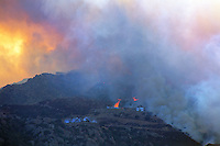 870000403 a hillside burns out of control as homes ingnite in flames during the topanga wild fire in the hills above the san fernando valley in southern california