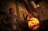 Europe/France/Midi-Pyrénées/32/Gers/Eauze: Le distillateur Jean Lenos Da Costa recharge en bois l'alambic  lors de la distillation au Domaine du Tariquet<br /> Auto N&deg;: 2010-101