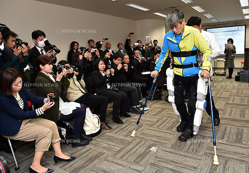 March 24, 2014, Tokyo, Japan - A man who has injured his spinal cord demonstrates he can walk with the assistance of the Active Gear, a wearable walking assist robot, during a news conference aiming at product development in Tokyo on Monday, March 24, 2014. The robot was jointly developed by Tmsuk, a Japanese company specializing in developing and producing assist robots, Tottori University and Industrial Technology Research Institute of Taiwan for people who have difficulties walking by themselves.  (Photo by Natsuki Sakai/AFLO)