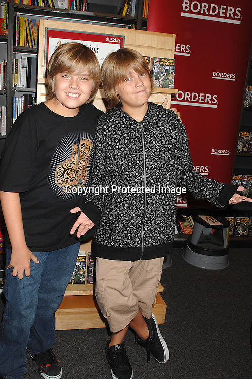 http://cdn.c.photoshelter.com/img-get/I0000ue3gIox_xVo/s/750/750/7941-Sprouse-Twins.jpg