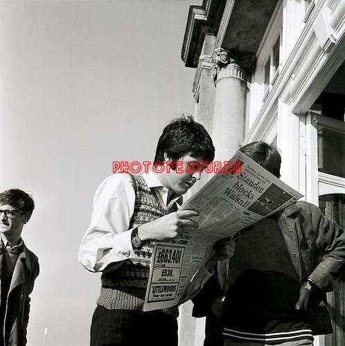 Beatles 1967 Paul McCartney at start of Magical Mystery Tour.© Chris Walter.