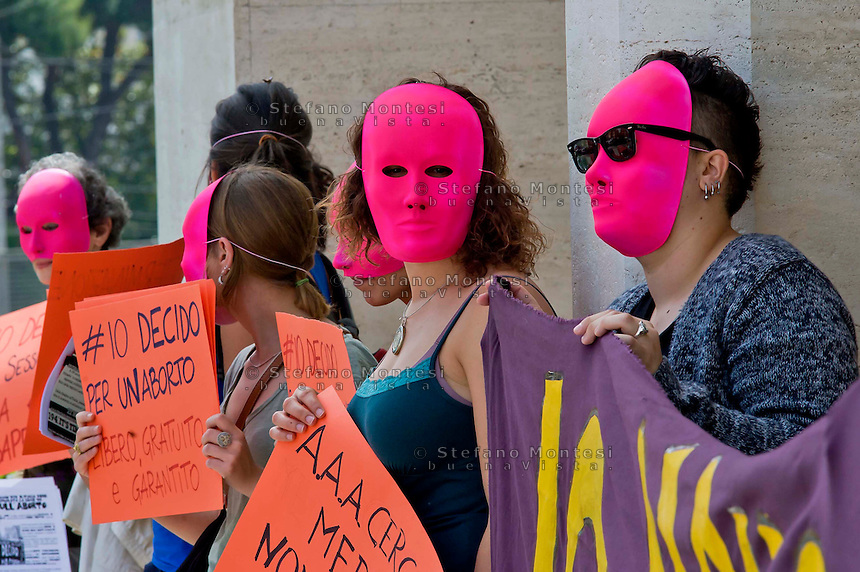 Roma 22 Maggio 2014<br /> Dopo 36 anni dall'approvazione  delle legge 194 sull'aborto , un gruppo di attiviste e giovani donne, hanno  manifestato all'ospedale Policlinico Umberto I,  contro i medici obiettori, per un aborto libero gratuito e garantito e per una sensualit&agrave; consapevole e autodeterminata.<br /> Rome May 22, 2014 <br /> After 36 years of the approval of Law 194 on abortion, a group of activists and young women , protested  at  hospital Policlinico Umberto I, against the physicians objectors,  for a free and guaranteed free abortion and for an aware sensuality and self-determined.