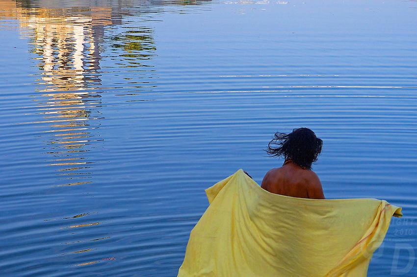 Holy man taken a bath in the Pushkar lake, Rajasthan, India