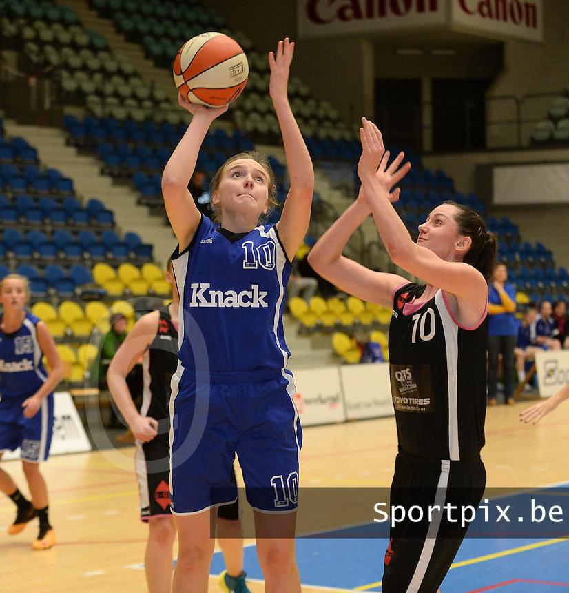 Wytewe Roeselare Dames - KB Oostende Bredene : Sorien Staelens (l) aan de bal voor Marlon Delrue (r)<br /> foto VDB / Bart Vandenbroucke
