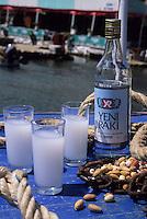 "Europe/Turquie/Kalekoy : ""Raki"" sur le port, alcool anisé de 45°"