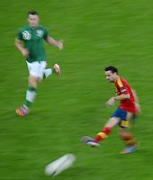 FUSSBALL  EUROPAMEISTERSCHAFT 2012   VORRUNDE Spanien - Irland                     14.06.2012 Xavi Hernandez (re, Spanien) gegen Simon Cox (li, Irland)