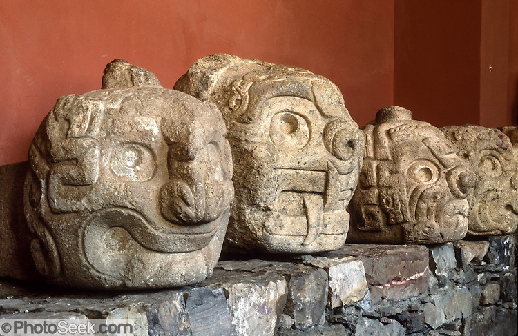 olmec and chavin The chavin civilization flourished between 900 and 200 bce in the northern and central andes and was one the earliest pre-inca cultures the chavin religious.