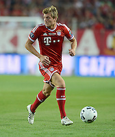 FUSSBALL  SUPERCUP  FINALE  2013  in Prag    FC Bayern Muenchen - FC Chelsea London          30.08.2013 Toni Kroos (FC Bayern Muenchen) Einzelaktion am Ball