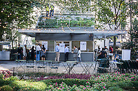 Disappointed and curious visitors at the popular Shake Shack restaurant in Madison Square Park in New York on Tuesday, October 14, 2014. The popular eatery closed its doors at the end of business Monday until mid-2015 while the building undergoes a major renovation. Burger lovers will have to content themselves with one of the almost 36 other locations of the chain. (© Richard B. Levine)