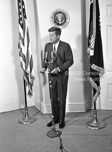 United States President John F. Kennedy announces the appointment of W. Willard Wirtz as US Secretary of Labor at the White House in Washington, DC on August 30, 1962.<br /> Credit: Arnie Sachs / CNP