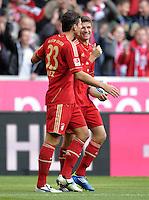 FUSSBALL   1. BUNDESLIGA  SAISON 2011/2012   11. Spieltag FC Bayern Muenchen - FC Nuernberg        29.10.2011 Jubel nach dem Tor zum 1:0 Mario Gomez, Bastian Schweinsteiger (v. li., FC Bayern Muenchen)