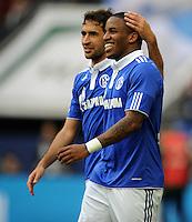 FUSSBALL   1. BUNDESLIGA   SAISON 2011/2012   29. SPIELTAG FC Schalke 04 - Hannover 96                                08.04.2012 Torjubel: Raul (li) und Jefferson Farfan (re, beide FC Schalke 04)