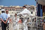 Sbarcate 304 persone a Trapani, 5 i morti