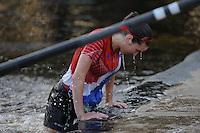 FIERLJEPPEN: BURGUM: 07-06-2013, Nationale competitie fierljeppen, Dymphie van Rooijen, ©foto Martin de Jong