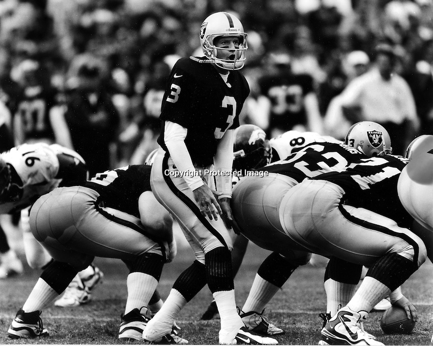 Oakland Raider quarterback Jeff George. (1998 photo by Ron Riesterer)