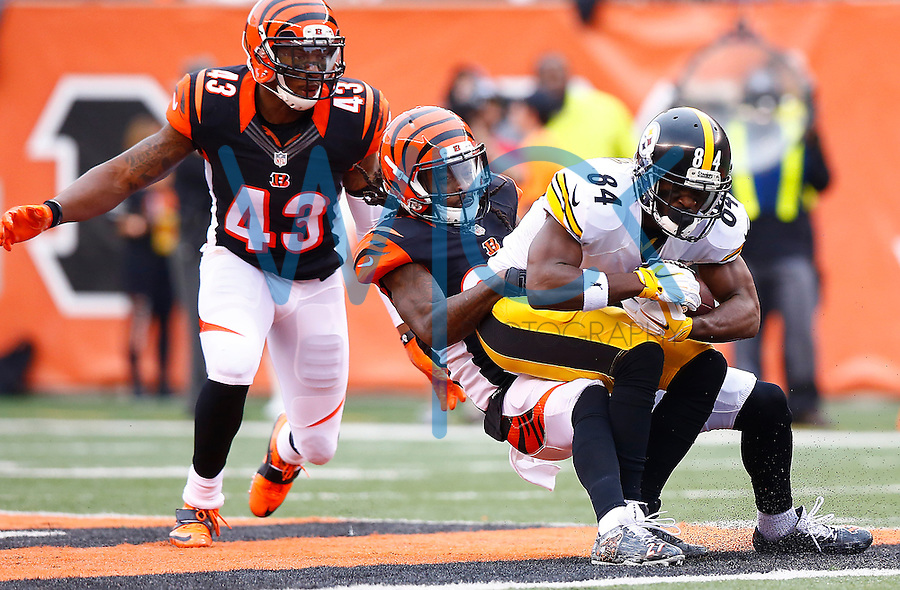 Antonio Brown #84 of the Pittsburgh Steelers is tackled after a catch by Dre Kirkpatrick #27 of the Cincinnati Bengals during the game at Paul Brown Stadium on December 12, 2015 in Cincinnati, Ohio. (Photo by Jared Wickerham/DKPittsburghSports)