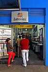 Fila em casa lotérica. São Paulo. 2008. Foto de Juca Martins.