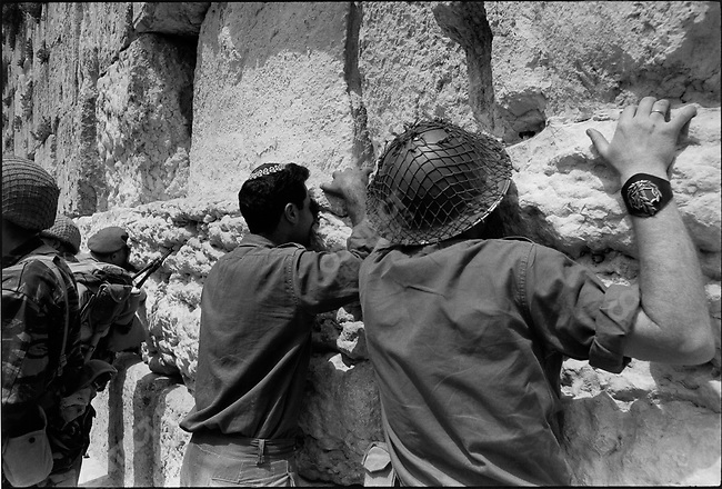 Six Day War, Israeli soldiers at the Wailing Wall after capture of Jerusalem, Israel, June 1967