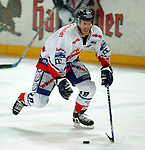 Deutscher Eishockey Pokal 2003/2004 , Halbfinale, Arena Nuernberg (Germany) Nuernberg Ice Tigers - Koelner Haie (1:3) Steve Larouche (Nuernberg) im Angriff am Puck