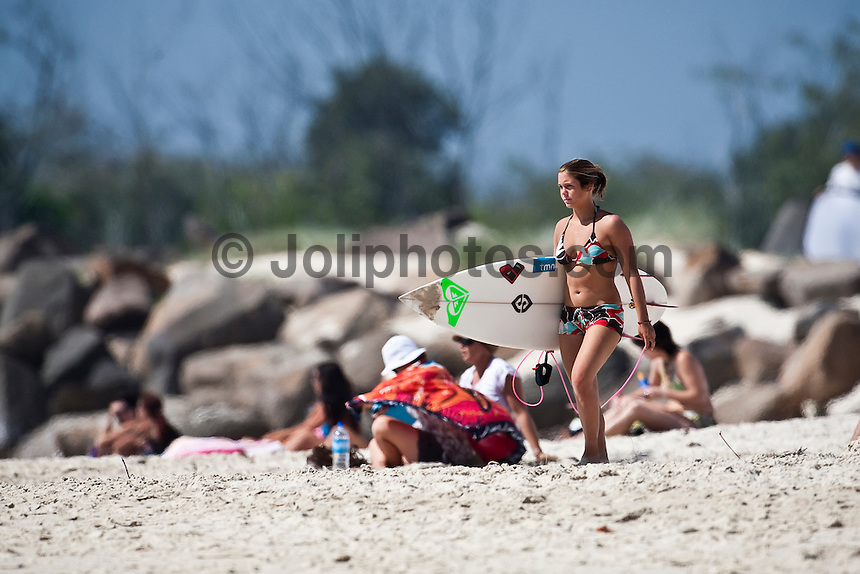 FRANCISCA SANTOS (PRT) surfing at DURANBAH BEACH, Australia (Friday, March 6, 2009) .Photo:joliphotos