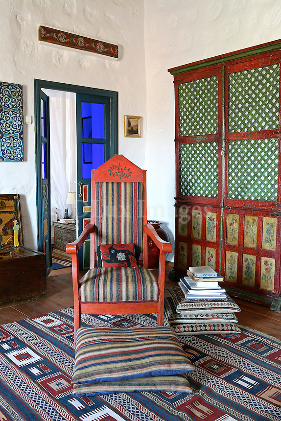 Our story begins in the 17th century, on a beautiful island of the Southeastern Aegean Sea, Patmos, the place where this gorgeous residence with the numerous Arabic elements was built .