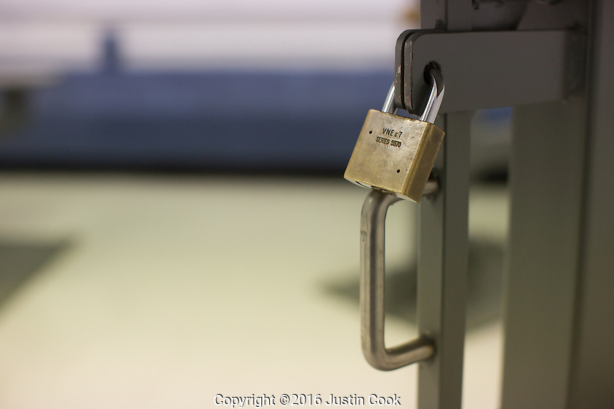 A table lock at Central Prison in Raleigh, NC on Thursday, November 17, 2016. (Justin Cook)